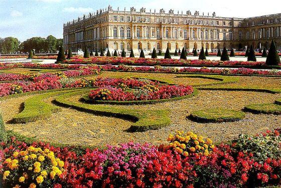 800px-Versailles_Garden