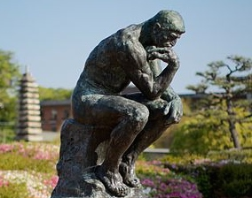 The_Thinker_(Le_Penseur)_copy_at_Kyoto_National_Museum_(side_view)