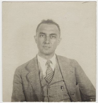 566px-William_Carlos_Williams_passport_photograph